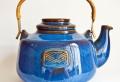 Teekanne in Blau ist die Voraussetzung für den guten Teegeschmack!