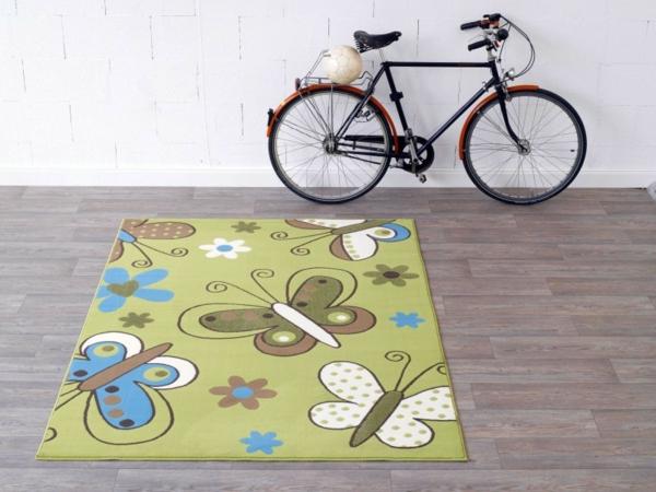 teppich-schmetterling-neben-einem-fahrrad