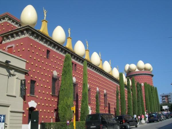 thetorregalateafigueras-bauart-architekten-schaffen-meisterwerke - umgeben von pflanzen