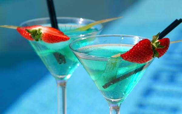 tolle-und-effektvolle-Cocktails-Dekoideen-Erdbeere
