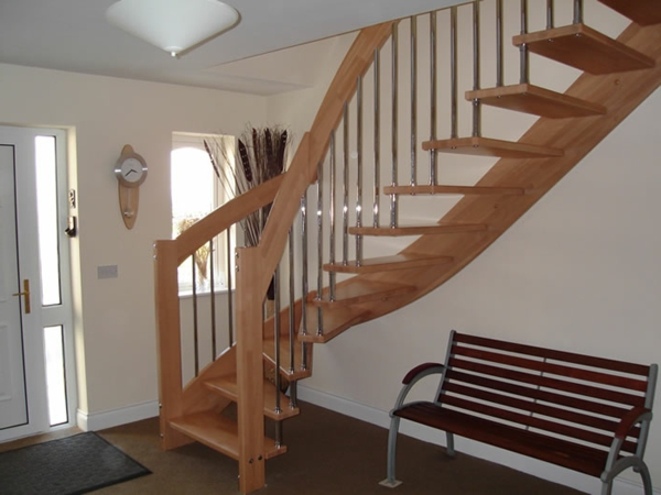 treppe-freitragend-holzkonstruktion-tolle-wohngestaltungsideen