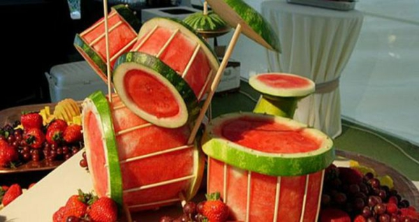 trommel-aus-wassermelone-schnitzen-dekoidee
