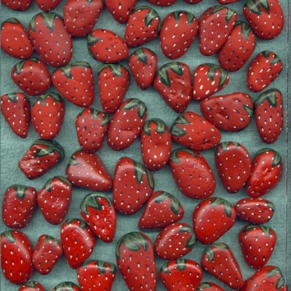 viele-kleine-Erdbeeren-Dekosteine