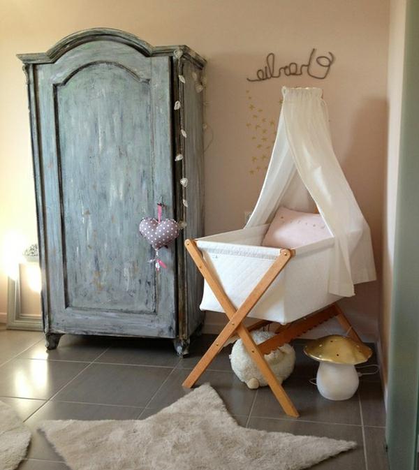 vintage- design möbel-für-neugeborene-mit-einem-schrank
