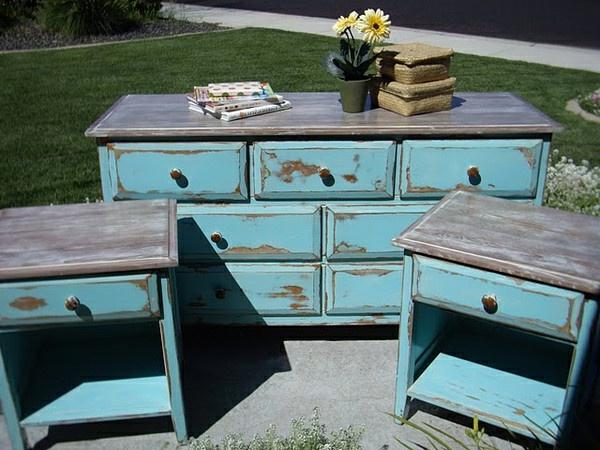 vintage- design möbel-retro-alt-blau- mit-den-Blumen