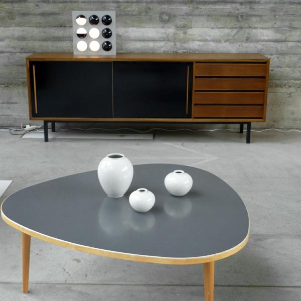vintage- design möbel-retro-und-moderne-stücke-im-schwarz-grau-und-weiss