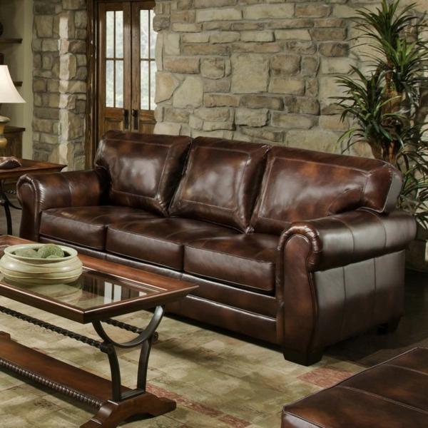 vintage-ledermöbel-couch- eine steinwand dahinter