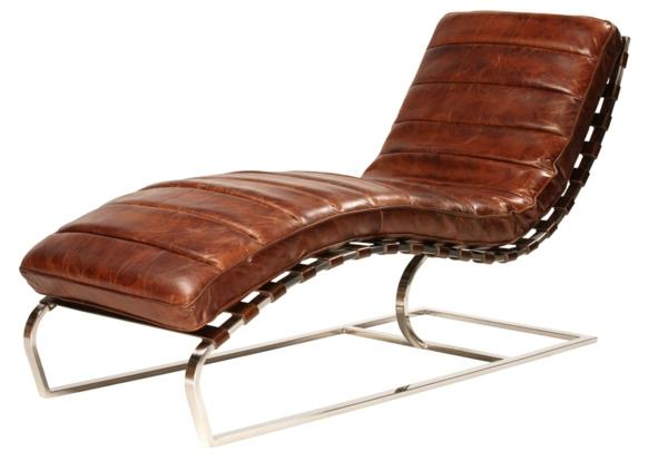 vintage-ledermöbel-ein-brauner-liegestuhl- weißer hintergrund