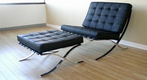 vintage-ledermöbel-ein-schwarzer-liegestuhl-aus-zwei-teilen- sehr schön aussehen