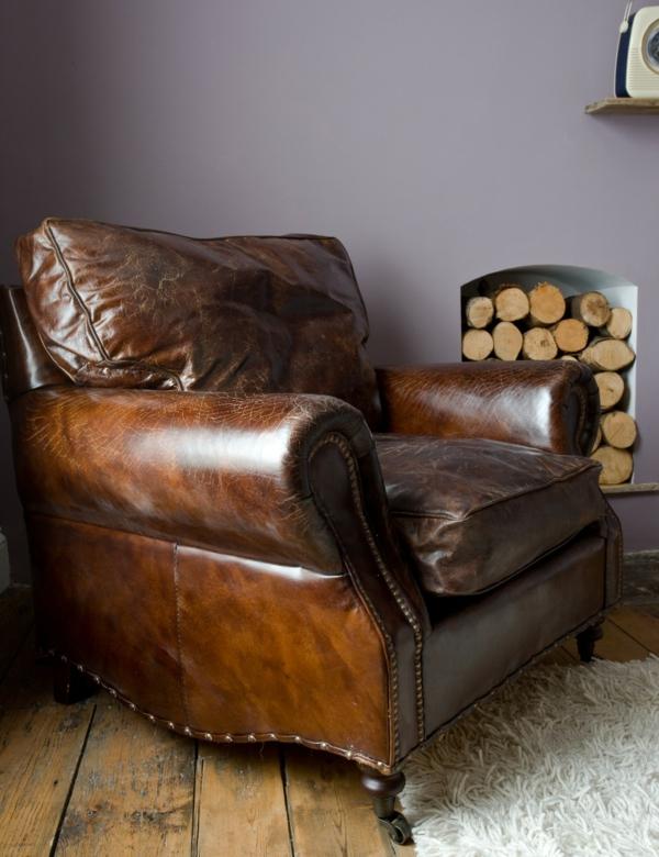 vintage-ledermöbel-sessel- hölzer dahinter
