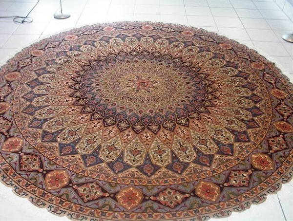vintage-teppich-mit-runder-form-vintage aussehen