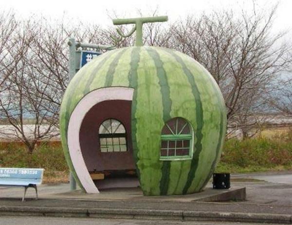 Wassermelone-Bushaltestelle-japan-design