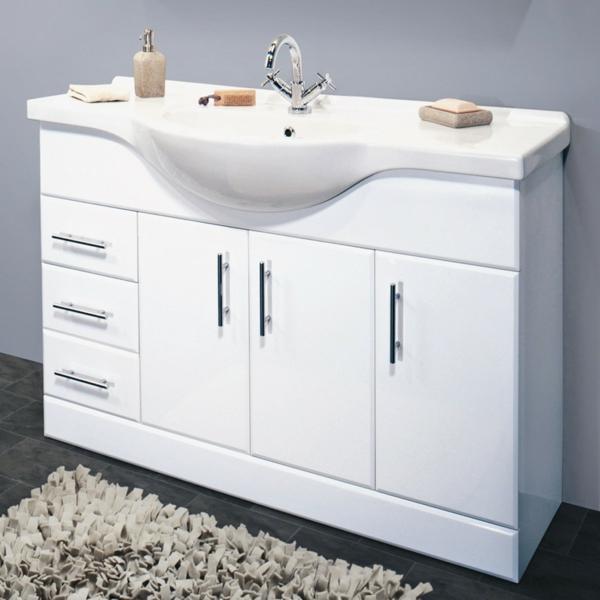 weiße-Waschbeckenunterschränke-im-Badezimmer-weiß