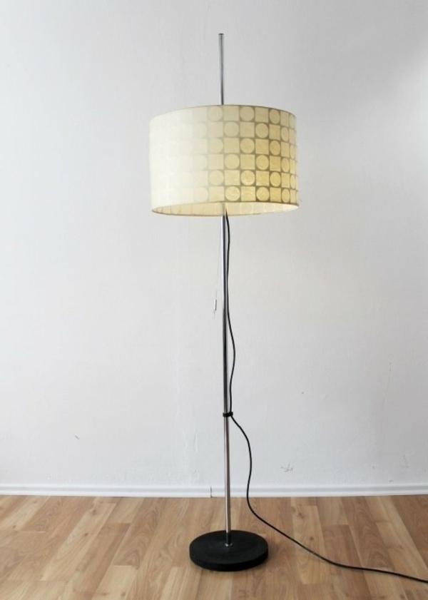 weiße-retro-stehlampe- super modell