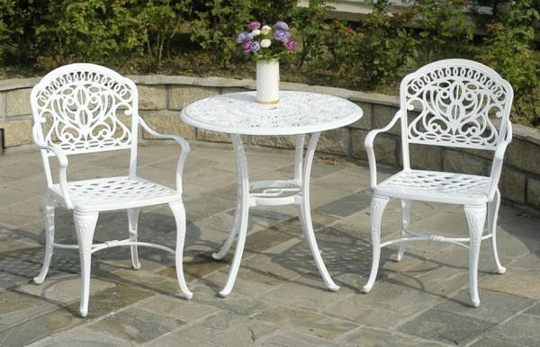 weißes-Möbelset-für-den-Garten-schönes-Design
