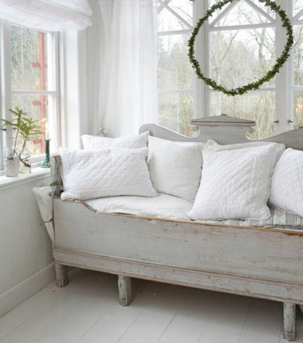 weißes-Sofa-Vintage-Design
