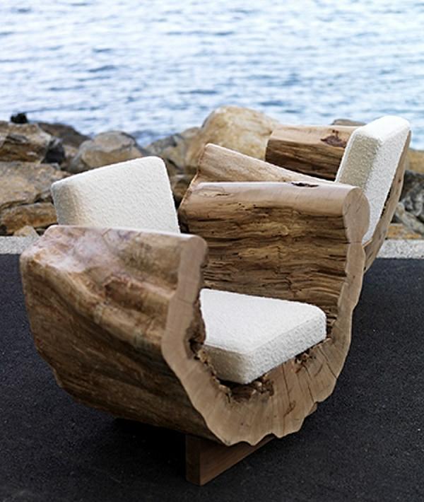 weißes-kissen-holzmöbel-für-draußen-dekoidee