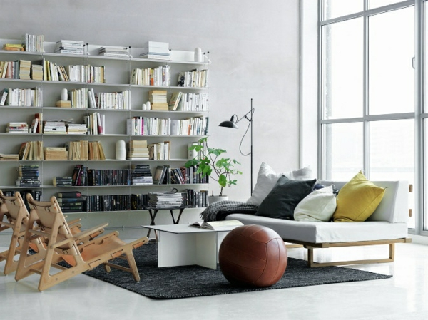 weißes-schlafzimmer- mit vielen bücherregalen