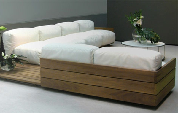 weißes-sofa-aus-paletten -moderne-gestaltung für wohnzimmer