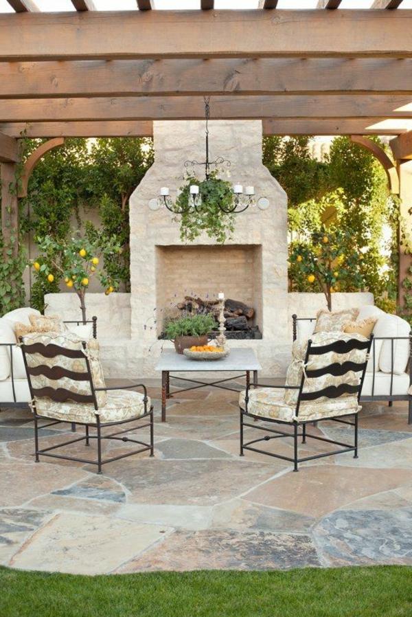 wunderbarer-Gartenkamine-für-draußen-kronleuchter