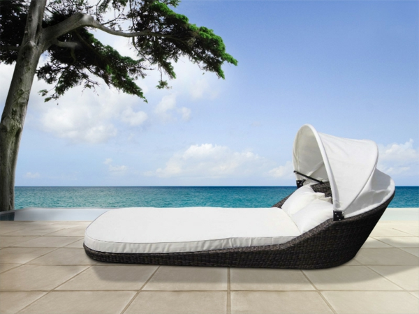 wunderbare-Loungemöbel-Polyattan-am-Pool