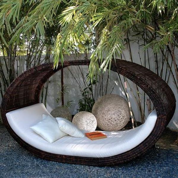 wunderbare-Loungemöbel-für-die-Terrasse-Bett