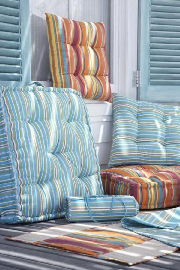 farbige-wunderbare-Sitzkissen-braun-blau