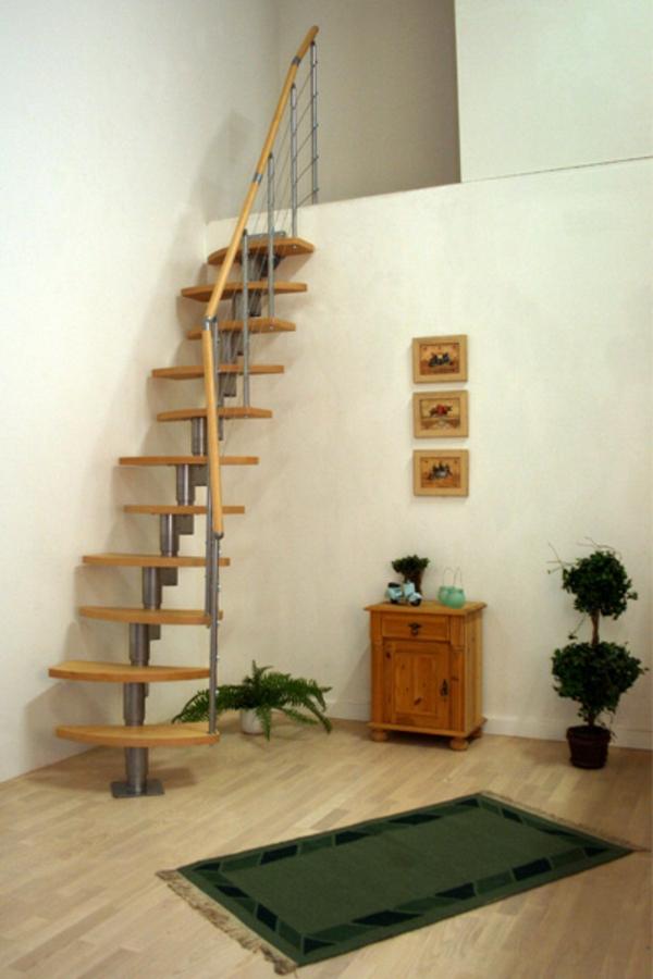 wunderbare-Treppe-aus-Holz-im-Zimmer