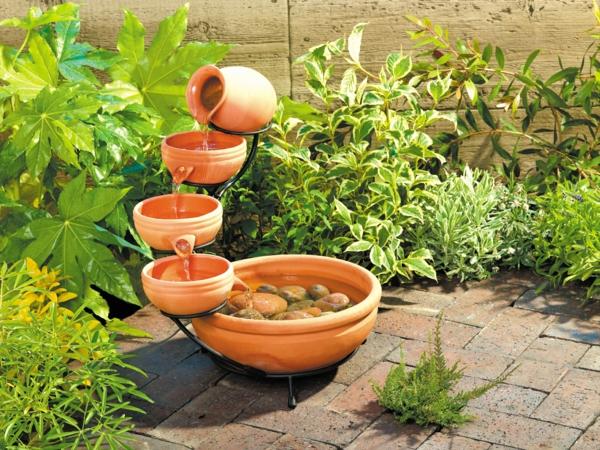 wunderbare-solare-fontäne-im-Garten-bauen