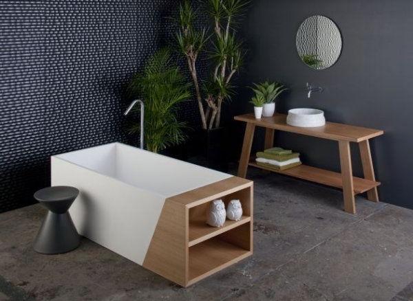 wunderbare-weiße-Badewanne-weiß-holz