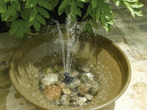 Solar Springbrunnen Für Den Garten .
