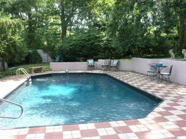wunderschöne-Poolgestaltung-im-Garten