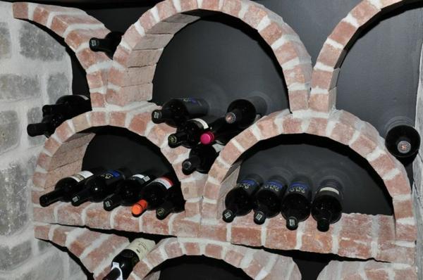 ziegel-weinregal-mit-flaschen - interessante formen