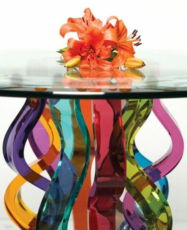 moderner-tisch-buntes-glas