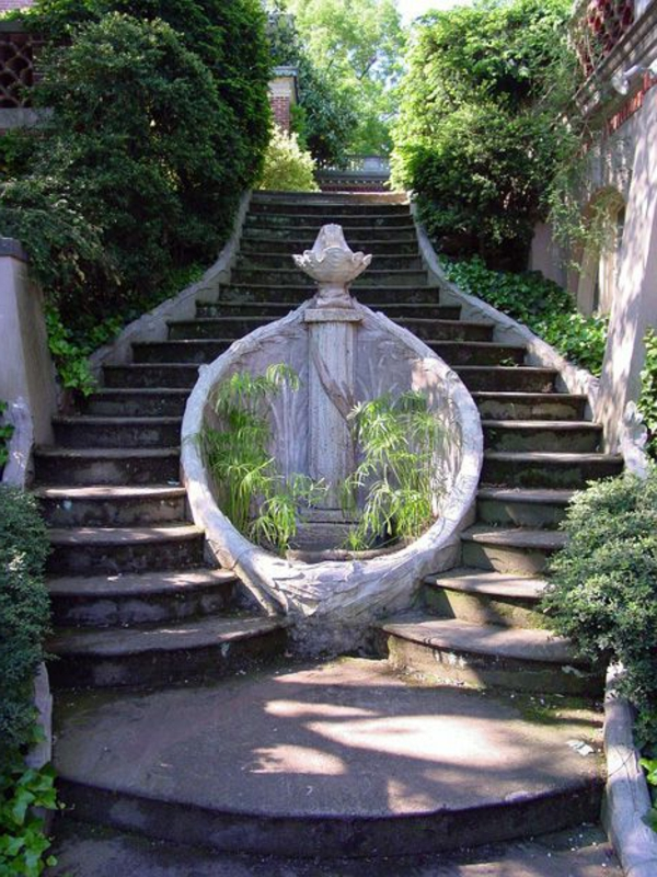 tolle-Außentreppen-im-Garten-
