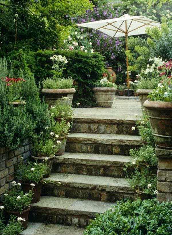 schöne-Außentreppen-im-Garten-gestalten