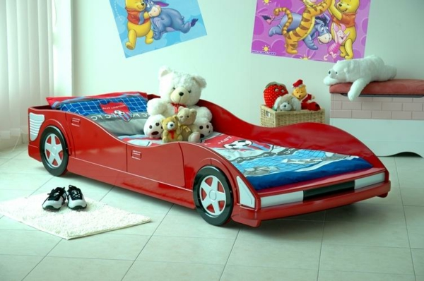 Außergewöhnliche-Betten-für-Kinder-Auto-in-Rot