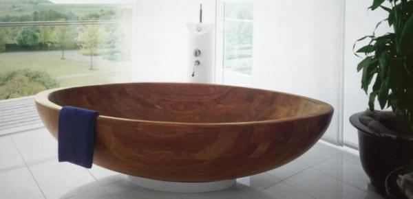 Badezimmer-Badewannen-aus-Holz-im-Badezimmer
