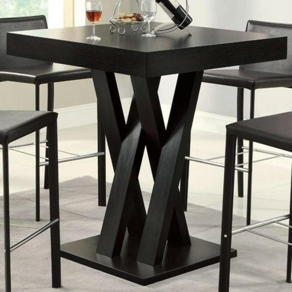 bartische-in-schwarz-mit-stühlen