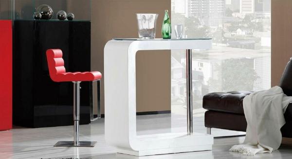Bartisch-in-weißer-Farbe-Idee-roter-Stuhl