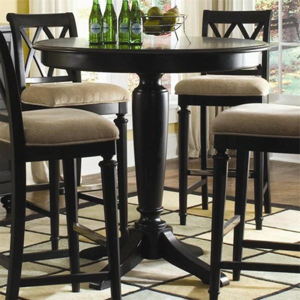klassischer-Bartisch-mit-Stühlen-Design-Ideen