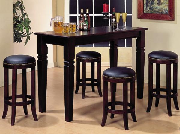 eleganter-Bartisch-mit-Stühlen-dunkles-Holz