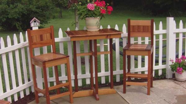 Bartisch-mit-Stühlen-für-Draußen