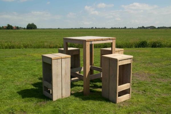 tolle-Bartische-Design-Idee-im-Gras