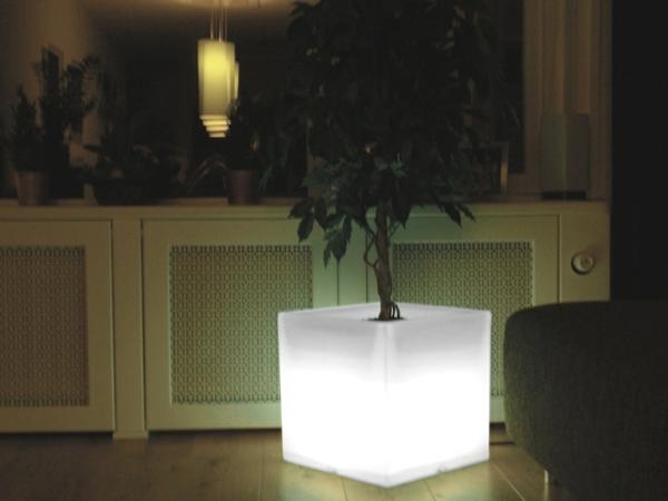 Blumentöpfe-Ideen-weiße-Led-Beleuchtung-im-Hause