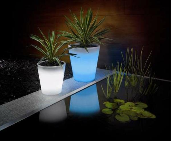 Blumentöpfe-Solar-in-Blau-und-Weiß-Idee