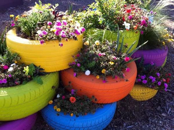 Blumentöpfe-aus-gestreichten-Reifen-basteln-Idee