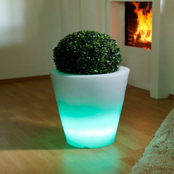 Blumentopf-Led-Beleuchtung-in-grüner-Farbe-zu-Hause