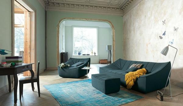 zimmer-mit-teppich-in-blau