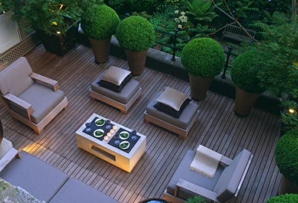 Dachterrasse-gestalten-Außenmöbel-Design-Buchsbäume